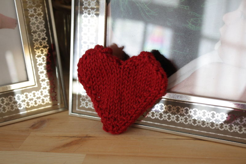 B knitted heart